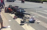 Xe khách lùa gần chục xe máy trên đường, 8 người nhập viện cấp cứu