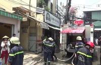 Cháy căn nhà 3 tầng, giải cứu người đàn ông bị mắc kẹt