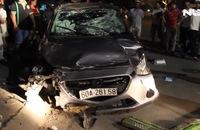 Xe điên tông hàng loạt xe trong đêm, 5 người trọng thương