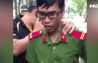 Tạm giữ hai người mặc sắc phục ngành công an, cảnh sát cơ động
