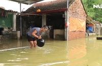Hà Nội: Người dân chèo thuyền trên đường làng