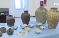 Hiến tặng hàng trăm cổ vật cho bảo tàng