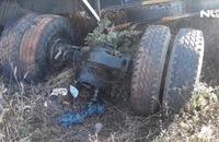 Xe tải gãy trục mất lái tông chết 3 chị em