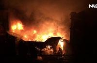 Gần 1000 m2 kho chứa dầu và nhiều nhà trọ lân cận bị thiêu rụi