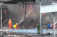 Hơn 1.000m2 nhà xưởng bị thiêu rụi trong vụ cháy lớn
