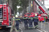 Cháy nhà cao tầng giữa trung tâm TP HCM