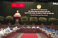 Thủ tướng Nguyễn Xuân Phúc gặp gỡ công nhân, lao động kỹ thuật cao