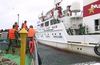Cứu tàu cá cùng 14 thuyền viên gặp nạn trên biển