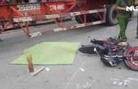 Dừng chờ đèn đỏ, 2 vợ chồng bị xe container cán thương vong
