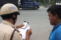 CSGT ra quân xử lý xe container chạy lấn tuyến trên xa lộ Hà Nội
