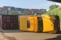 Tai nạn liên tiếp lúc sáng sớm, Quốc lộ 1 ùn tắc gần 3 km