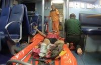 Khẩn cấp đưa ngư dân đứt lìa 2 chân vào bờ chữa trị