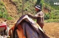 Hạn hán khốc liệt người dân mót từng giọt nước cứu cây trồng