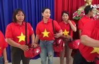 Báo Người Lao Động trao tặng ngư dân xứ Quảng 1.500 lá cờ Tổ quốc