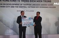 Trao 50.000 lá cờ Tổ quốc và 1,7 tỉ đồng cho các tỉnh TP miền Trung