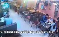 Hai du khách nước ngoài chạy thục mạng để quỵt tiền ăn tối ở Sapa