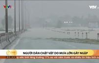 Người dân chật vật do mưa lớn gây ngập
