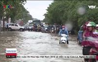 Mưa lớn gây ngập lụt tại nhiều tuyến phố ở Hà Nội