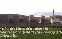 Tòa tháp cao 120m của nhà máy điện Anh sụp đổ trong vài giây
