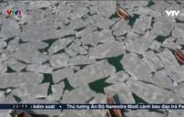 Hi hữu hàng trăm tàu đánh cá mắc kẹt do mặt nước… đóng băng