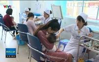 Sởi bùng phát, nhiều phụ huynh vẫn thờ ơ, từ chối tiêm vaccine cho con