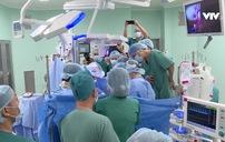 Cận cảnh ca phẫu thuật tách dính cặp song sinh Trúc Nhi - Diệu Nhi