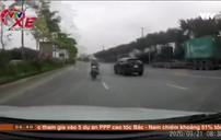 Phóng nhanh ngược chiều, xe máy tông thẳng đầu ô tô