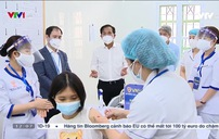 Người Việt Nam đầu tiên tiêm vaccine COVID-19: Không có gì phải lo sợ