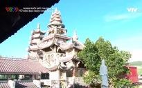 Rong ruổi đất phương Nam: Độc đáo ngôi chùa khảm sành