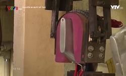 Chuyến xe buýt kỳ thú: Về làng nghề sản xuất giày da Phong Lâm