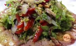 Bếp nhà: Salad ngó sen bò nướng