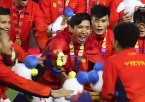 U22 Việt Nam ăn mừng đầy cảm xúc sau chức vô địch SEA Games 30