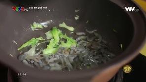 Góc bếp quê nhà: Canh tập tàng nấu tép
