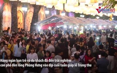 Phố đèn lồng Phùng Hưng, Hàng Mã 'thất thủ', người người chen chân chụp ảnh