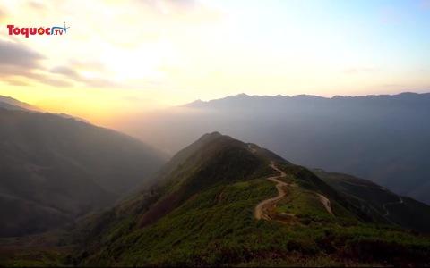 Săn ''đại dương'' mây bồng bềnh trên đỉnh Tà Xùa