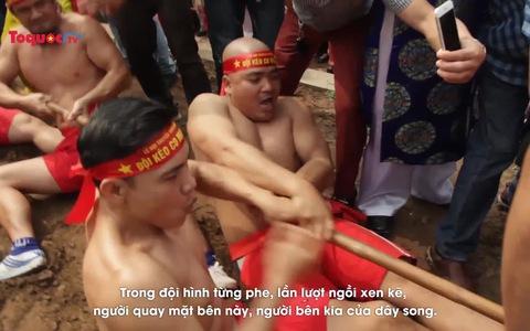 Độc đáo kéo co ngồi tại lễ hội Đền Trấn Vũ (Hà Nội)