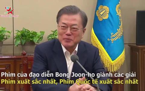 Tổng thống Hàn Quốc Moon Jae-in chúc mừng đoàn làm phim