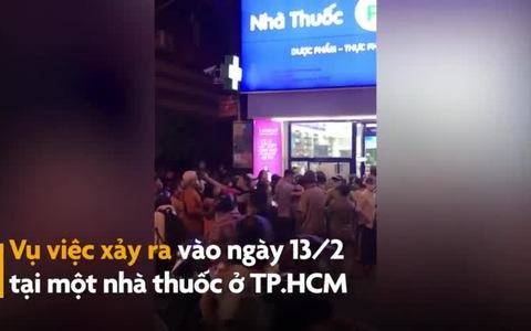 Đám đông chen lấn tranh giành khẩu trang trước nhà thuốc ở TP.HCM