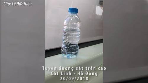 Thử nghiệm độ rung lắc chuyến tàu trên đường sắt Cát Linh - Hà Đông bằng chai nước