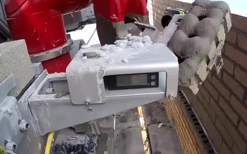 Robot xây tường gạch có năng suất bằng 10 công nhân