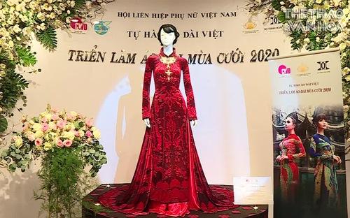 Chiêm ngưỡng bộ áo dài Bà Sui trị giá 20 tỉ, được dát vàng và kim cương