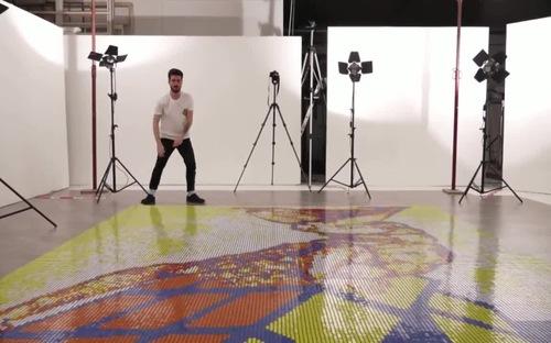 Nghệ sĩ Italy ghép bức tranh khổng lồ từ 6000 khối rubik