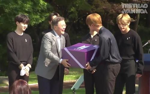 BTS diện kiến Tổng thống Hàn Quốc tại Nhà Xanh