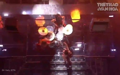 Quán quân Eurovision lên tiếng sau hành động gây tranh cãi
