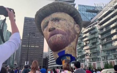 Canada: Khinh khí cầu khổng lồ hình danh họa Vangogh