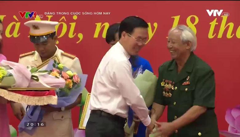 Đảng trong cuộc sống hôm nay: Làm theo phong cách Hồ Chí Minh