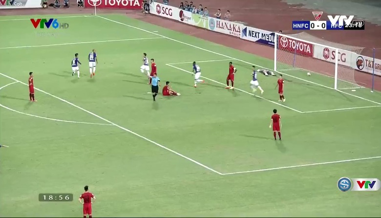 Phút 24: Arnaud Lloris mở tỷ số cho CLB Hà Nội