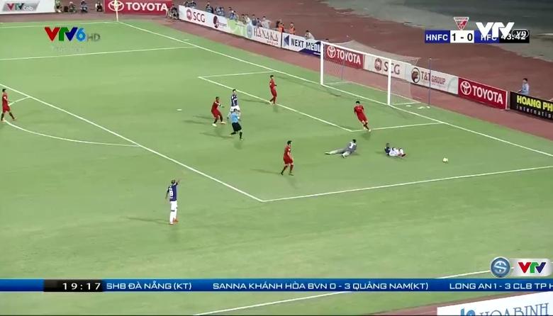 Phút 45: Văn Quyết nâng tỷ số lên 2-0 cho CLB Hà Nội