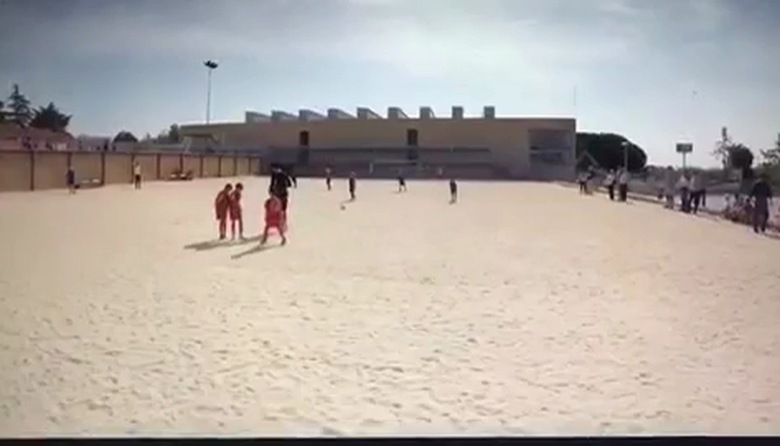 """VIDEO Con trai Ronaldo sút phạt thành bàn khiến cha """"nở mũi"""""""